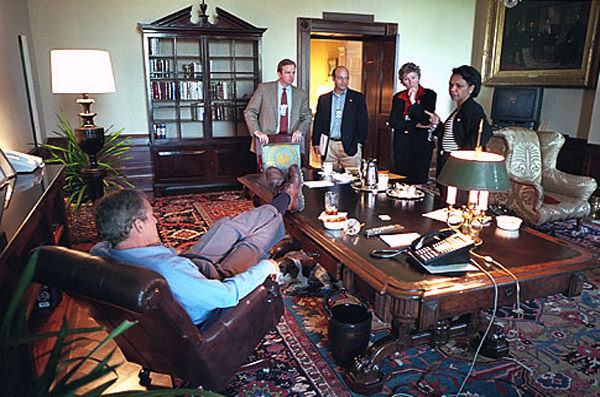 Bush_shoes_on_table_treaty-room.jpg
