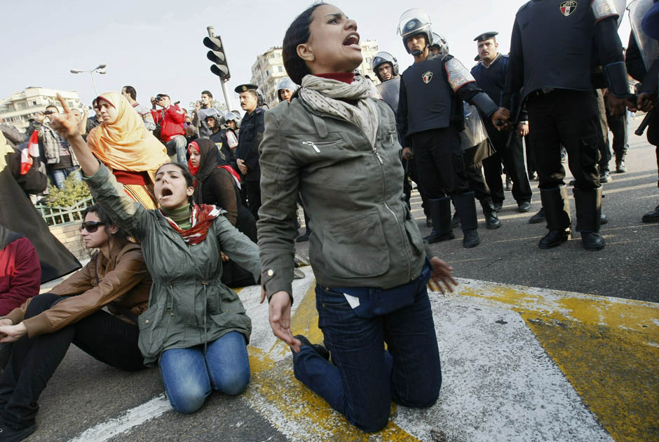 Egyptian_women_protest_on_January_25.jpg