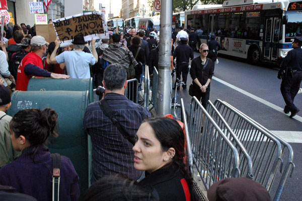 OWS_19_barricades_on_sidewalk.jpg