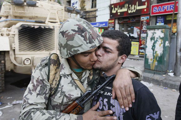 soldier_kisses_protester.jpg