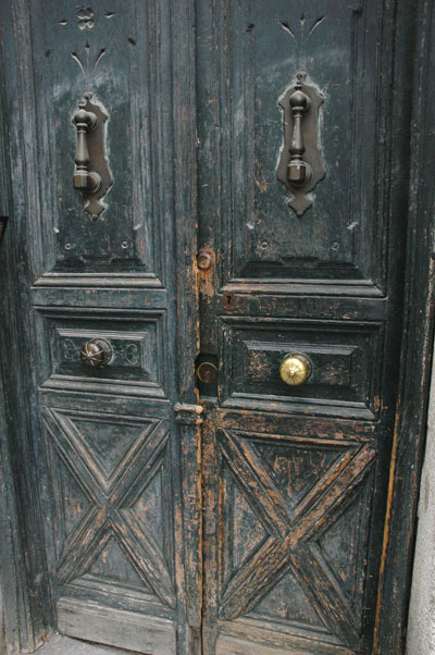 Madrid_door_blue.jpg