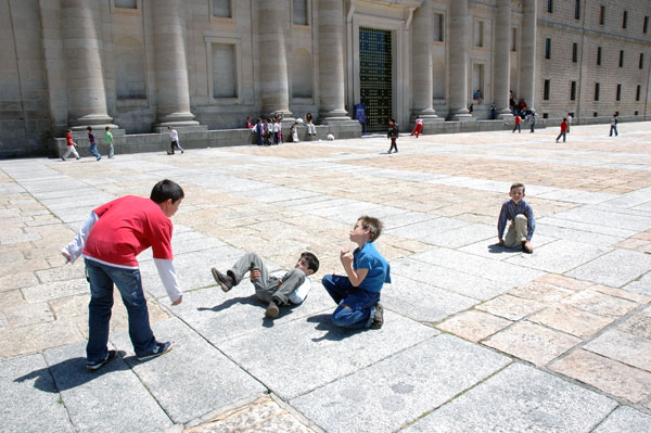 Spain_El_Escorial_kids_1.jpg
