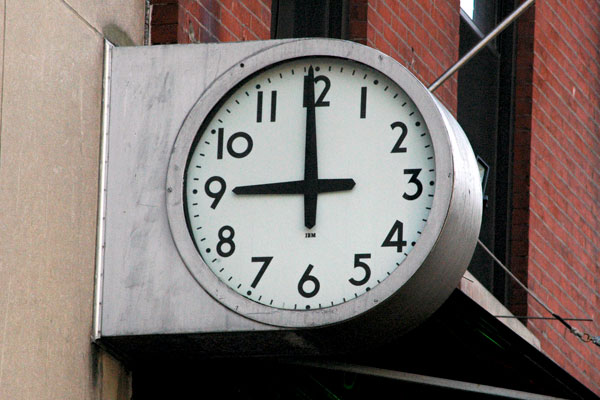 Broadway_Savings_Bank_clock.jpg