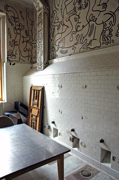 Keith_Haring_Center_room.jpg