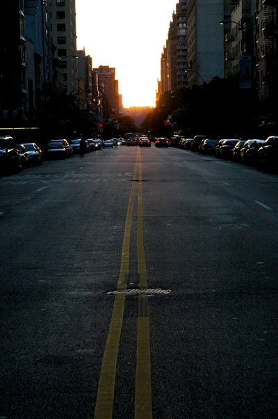 Manhattanhenge_looking_east.jpg