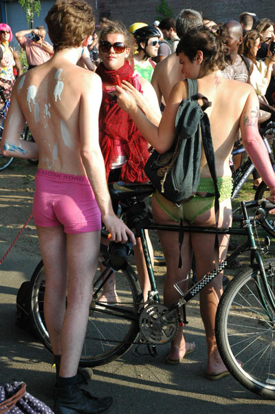 Naked_Bike_Ride_three-graces.jpg