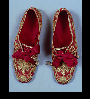 liturgical shoes of pope paul VI.jpg